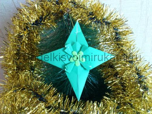 Снежинка - рождественская звездочка. Итоговый вид поделки.