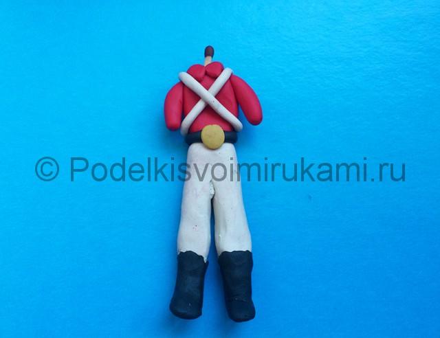 Солдатик из пластилина. Шаг №15.