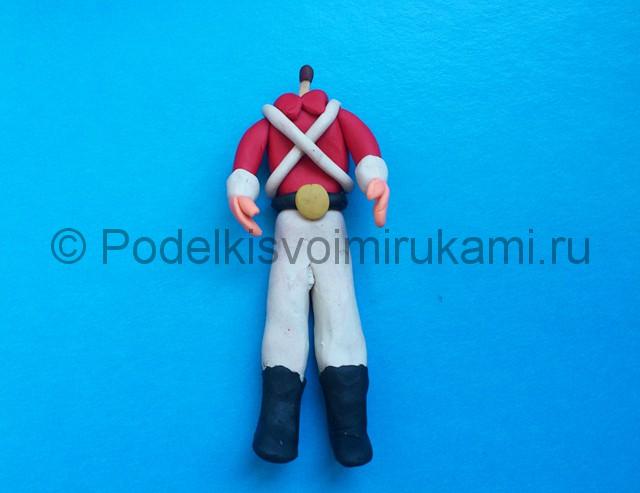 Солдатик из пластилина. Шаг №16.