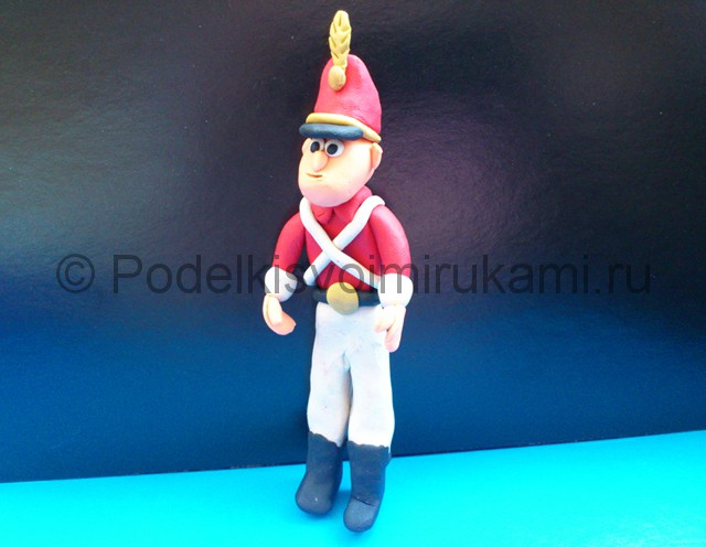 Солдатик из пластилина. Шаг №17.
