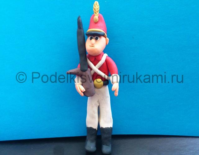 Солдатик из пластилина. Итоговый вид поделки. Фото 1.