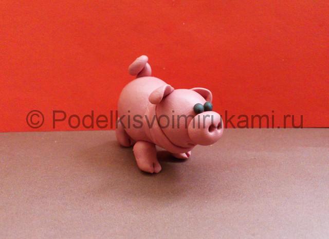 Свинка из пластилина. Итоговый вид поделки. Фото 1.