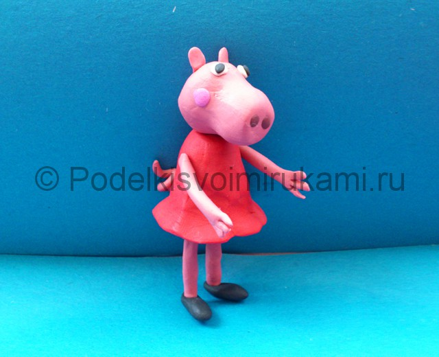 Свинка Пеппа из пластилина. Итоговый вид поделки.