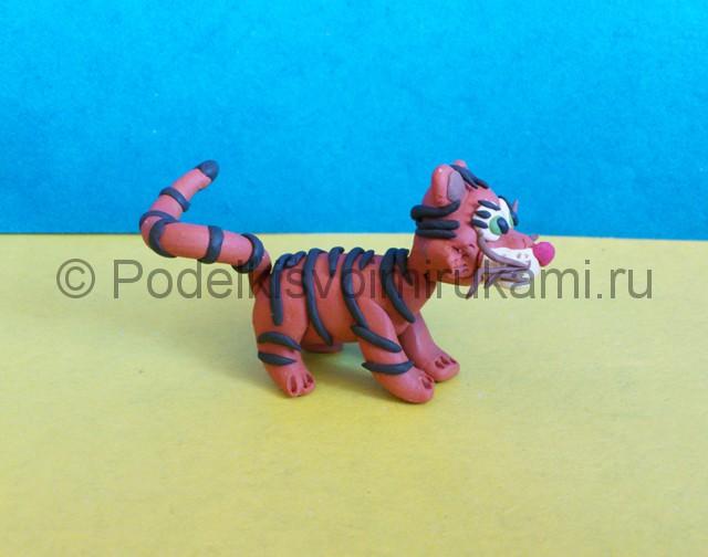 Тигр из пластилина. Итоговый вид поделки. Фото 1.