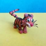 Тигр из пластилина. Итоговый вид поделки.