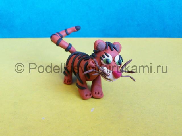 Тигр из пластилина. Итоговый вид поделки. Фото 3.