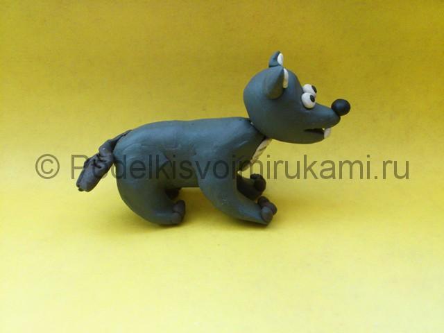 Волк из пластилина. Итоговый вид поделки. Фото 1.