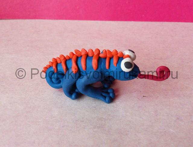 Хамелеон из пластилина. Итоговый вид поделки. Фото 1.