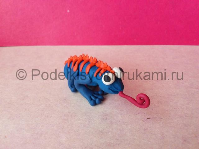 Хамелеон из пластилина. Итоговый вид поделки. Фото 2.