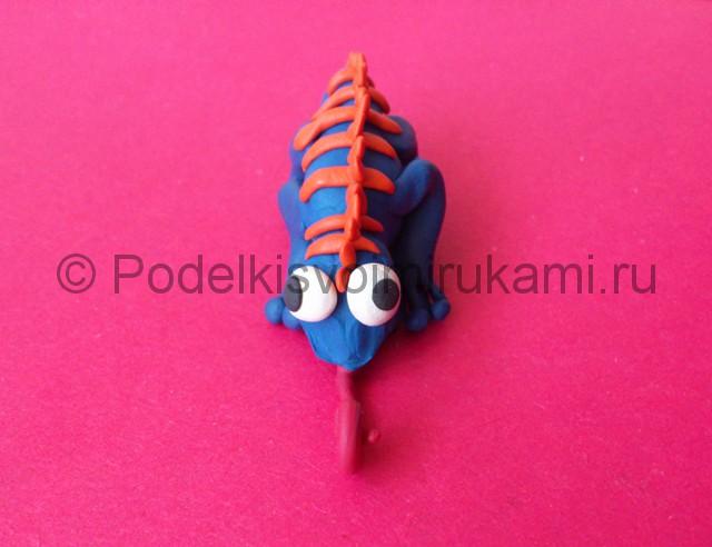 Хамелеон из пластилина. Шаг №9.