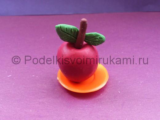 Яблоко из пластилина. Итоговый вид поделки.