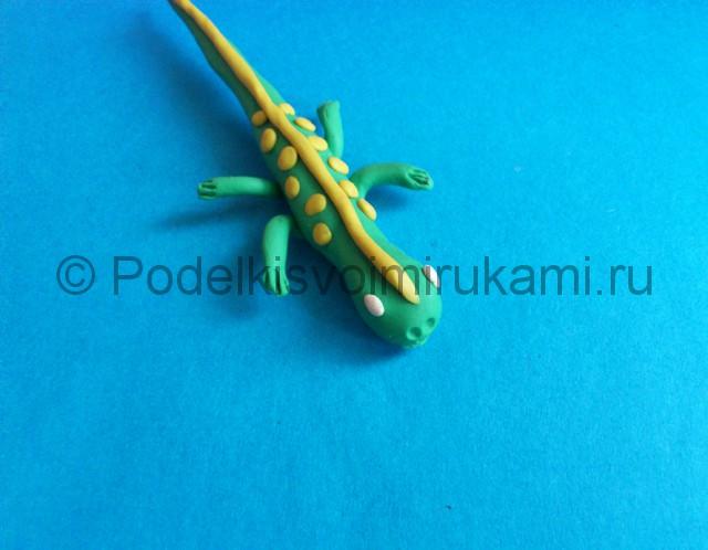Ящерица из пластилина. Итоговый вид поделки. Фото 1.