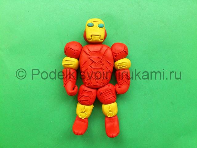 Железный человек из пластилина. Итоговый вид поделки. Фото 1.