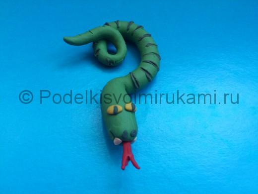 Змея из пластилина. Итоговый вид поделки.