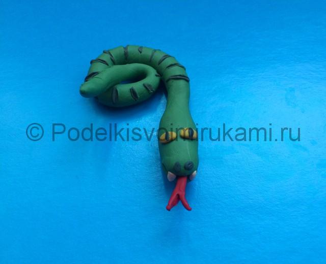 Змея из пластилина. Итоговый вид поделки. Фото 1.