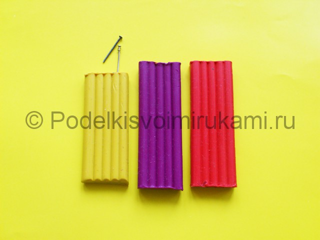 Как сделать серьги из пластилина. Шаг №1.