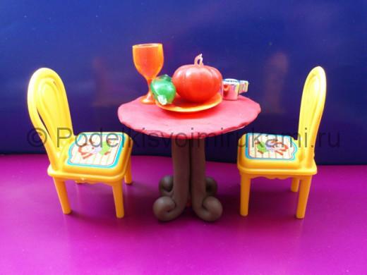 Поделка стола из пластилина. Итоговый вид поделки.