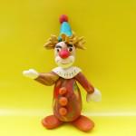 Лепка клоуна из пластилина. Итоговый вид поделки.