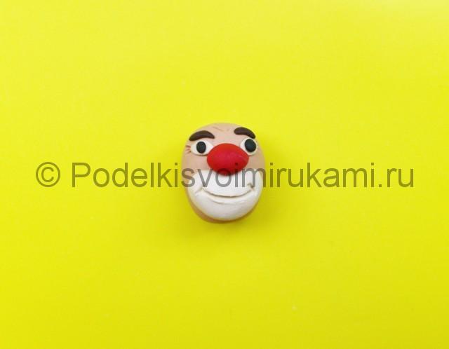 Лепка клоуна из пластилина. Шаг №4.