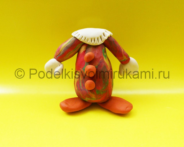 Лепка клоуна из пластилина. Шаг №9.