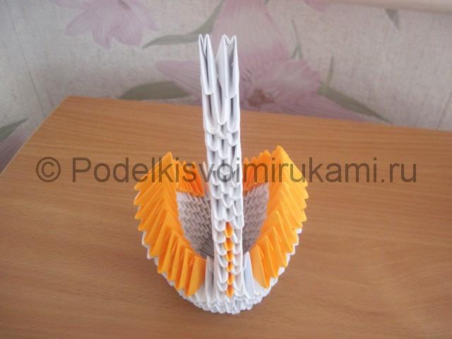 Поделка лебедя оригами из бумаги. Фото 15.