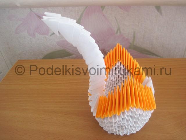 Поделка лебедя оригами из бумаги. Фото 16.
