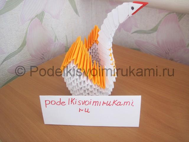 Поделка лебедя оригами из бумаги. Фото 18.