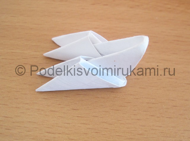 Поделка лебедя оригами из бумаги. Фото 2.