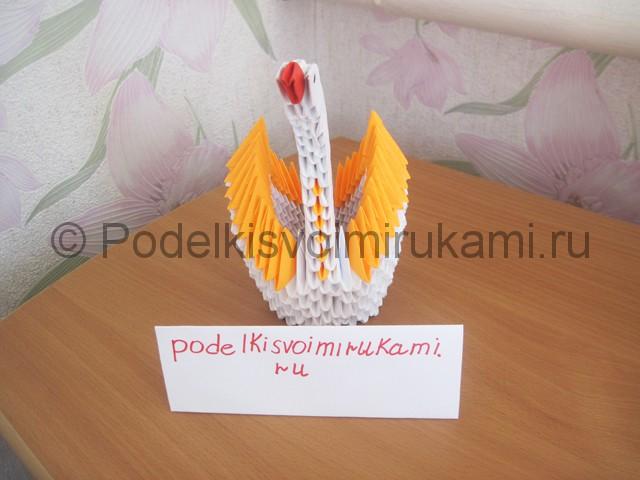 Поделка лебедя оригами из бумаги. Итоговый вид поделки.
