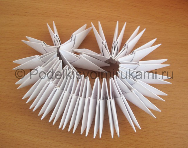 Поделка лебедя оригами из бумаги. Фото 3.