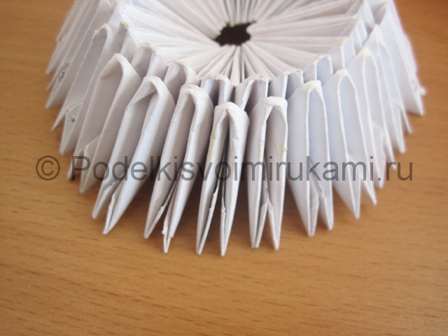 Поделка лебедя оригами из бумаги. Фото 5.
