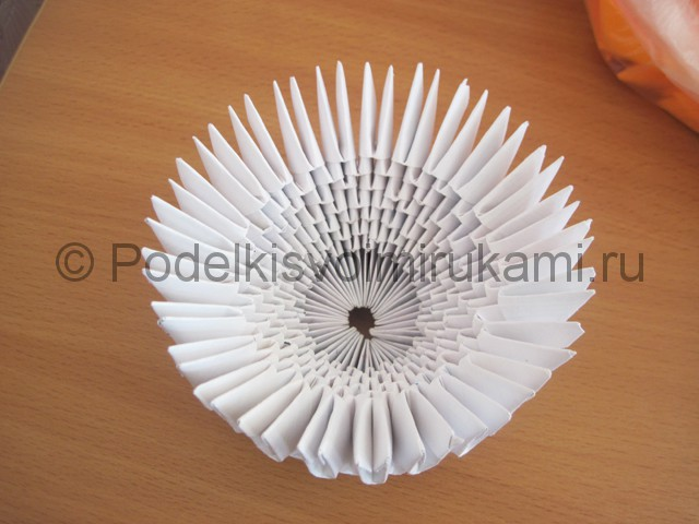 Поделка лебедя оригами из бумаги. Фото 7.