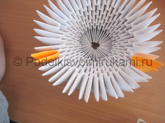 Поделка лебедя оригами из бумаги. Фото 8.