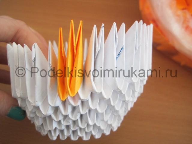 Поделка лебедя оригами из бумаги. Фото 9.