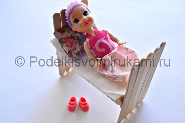Как сделать кровать для куклы своими руками. Итоговый вид поделки. Фото 1.
