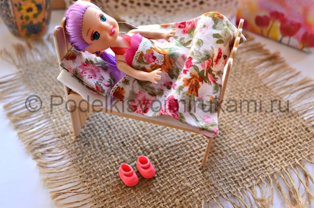 Как сделать кровать для куклы своими руками. Итоговый вид поделки. Фото 2.