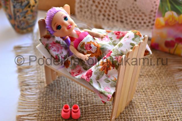 Как сделать кровать для куклы своими руками. Итоговый вид поделки. Фото 3.