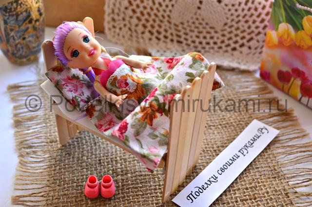 Как сделать кровать для куклы своими руками. Итоговый вид поделки. Фото 4.