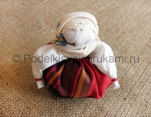 Как сделать куклу-оберег своими руками. Фото 11.