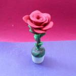 Как сделать розу из пластилина. Итоговый вид поделки.