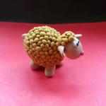Лепка овечки из пластилина. Итоговый вид поделки.