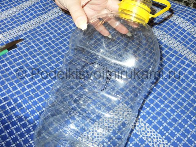 Скворечник из пластиковой бутылки. Фото 1.