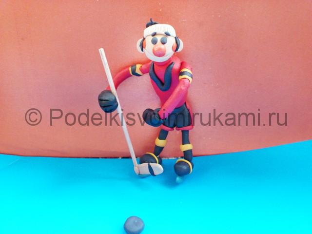Хоккеист из пластилина. Итоговый вид поделки. Фото 1.