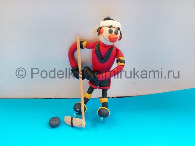 Хоккеист из пластилина. Итоговый вид поделки. Фото 2.
