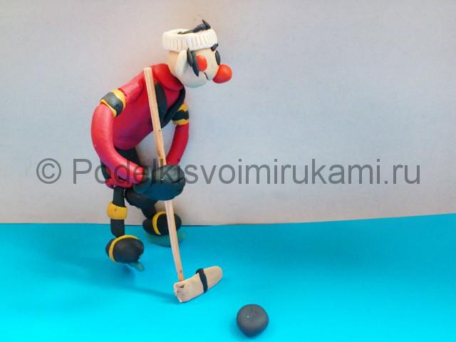 Хоккеист из пластилина. Итоговый вид поделки. Фото 3.