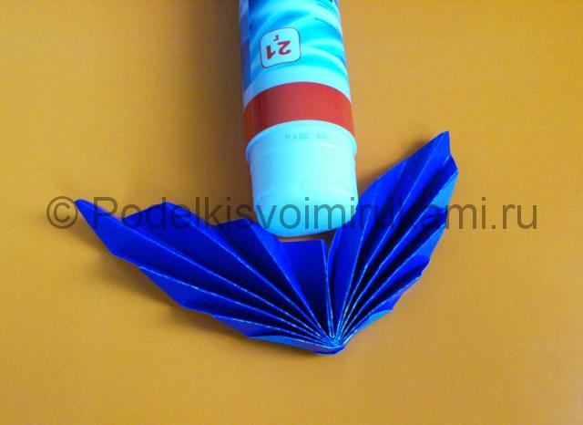 Яркий цветок из бумаги своими руками. Шаг №8.