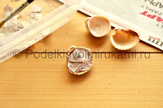 Декорирование цветочного горшка ракушками. Фото 5.