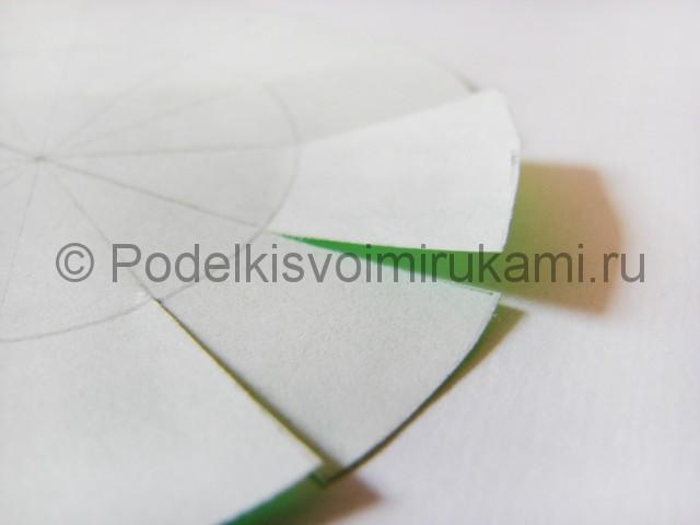 Елочка из бумаги в технике паперкрафт. Фото 8.