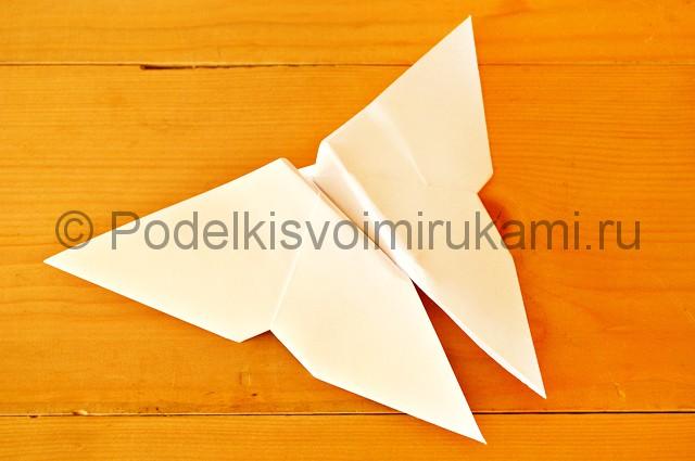 Готовая бабочка из бумаги.