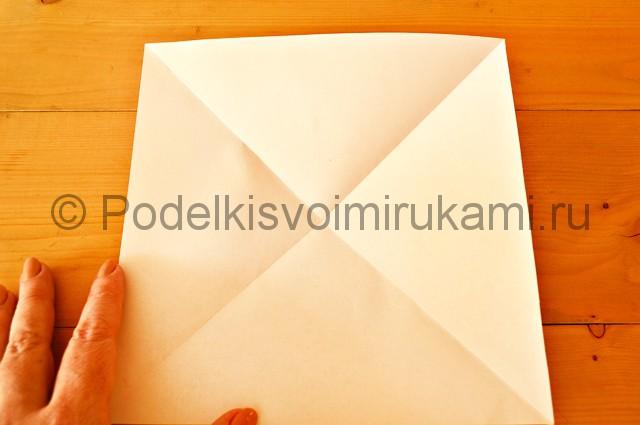 Сгиб листа по другой диагонали.
